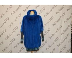Blusone Di Visone Blu Elettrico In Verticale