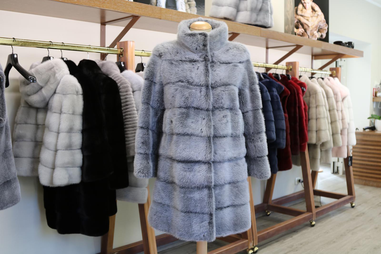 brand new 81dc6 9aafc Pelliccia di Visone Grigio Alaska - Livi Furs Srl